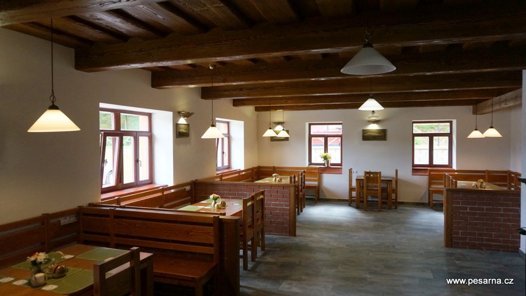 V interiéru restaurace je cca 50 míst k sezení.