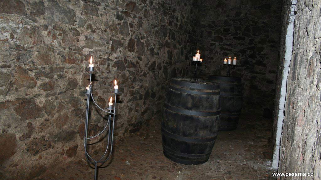 Zadní místnost Krčínova sklípku.